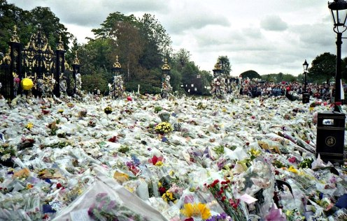 By Maxwell Hamilton from Greater London, England United Kingdom - Flowers for Princess Diana's Funeral, CC BY 2.0, https://commons.wikimedia.org/w/index.php?curid=13353040